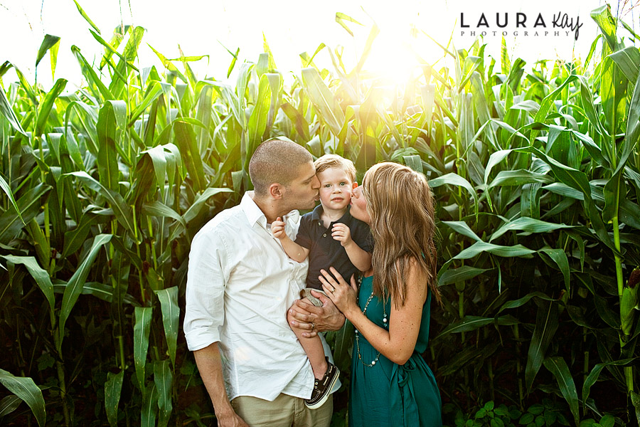 Ideas for how she wanted her session we decided at the last minute to do a few at the vineyard and i am so glad we did isnt this family adorable